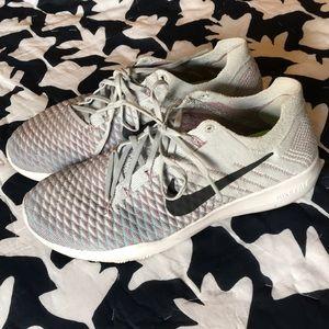 Nike size 8 free knit training grey